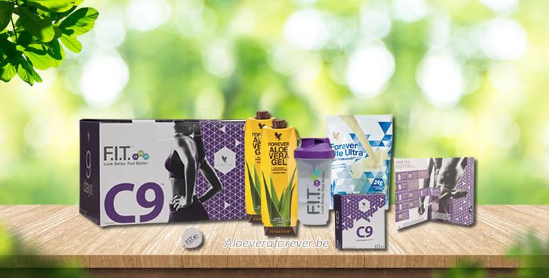 La boîte C9 avec ses produits, le livret d'accompagnement, le mètre ruban et le gobelet mélangeur.